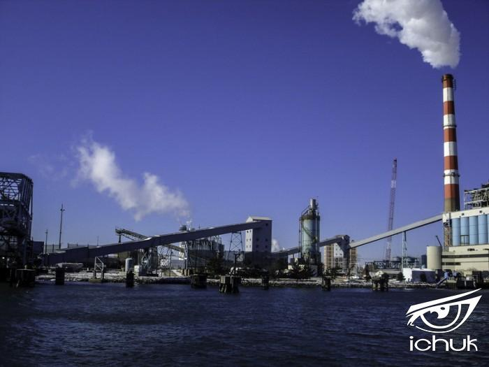 coal-fired-power-plant-in-the-harbor-at-bridgeport-connecticut_800.jpg