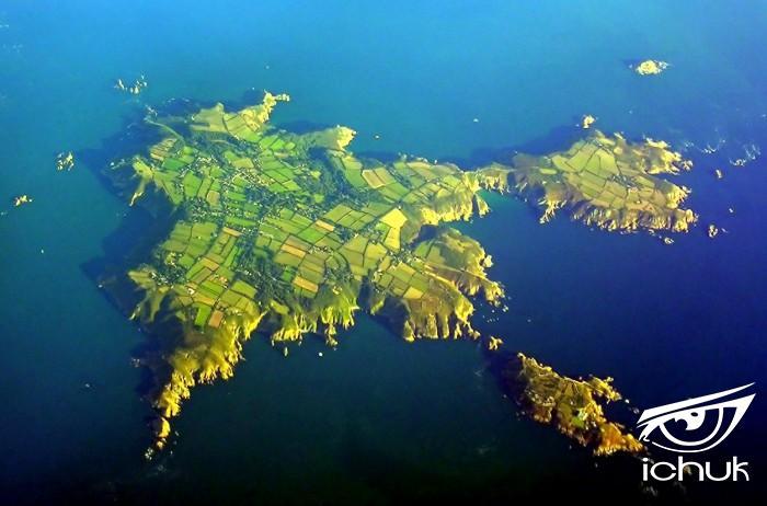 1600px-Sark-aerial.jpg