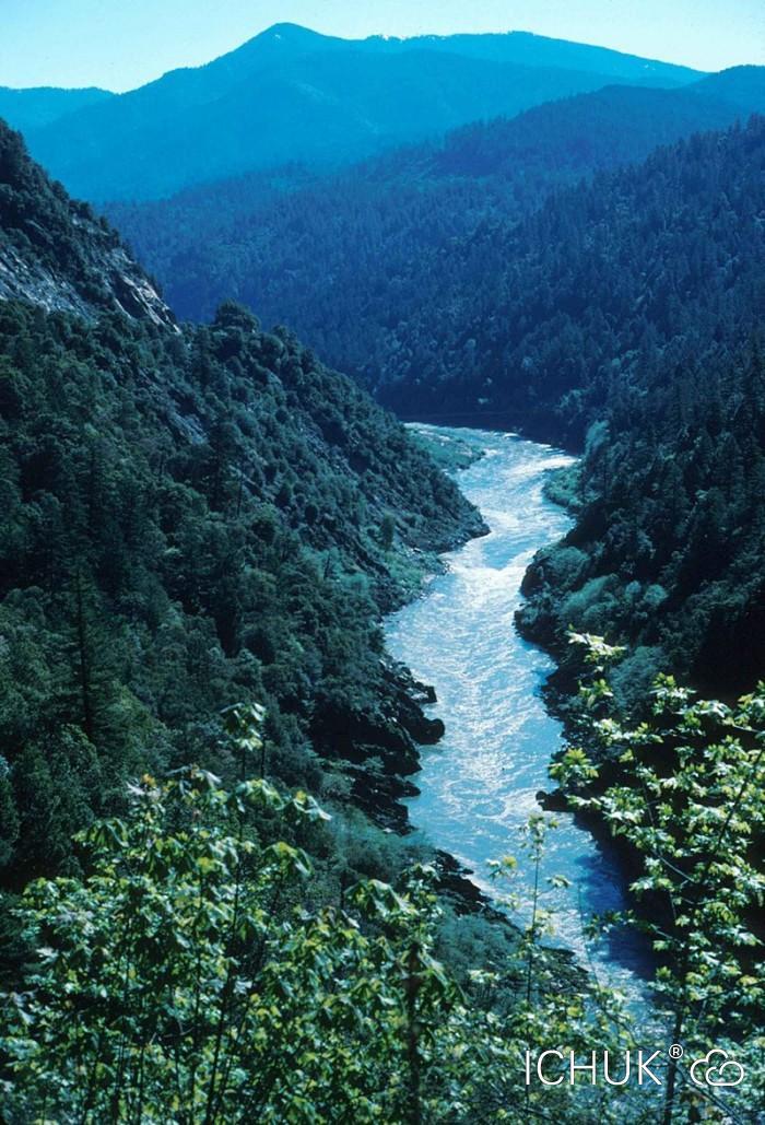 800px-Klamath_river_California.jpg