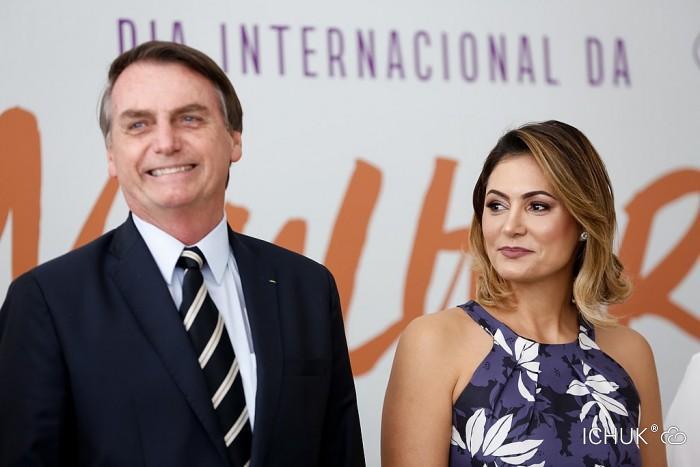 1024px-Michelle_Bolsonaro_e_Jair_Bolsonaro.jpg
